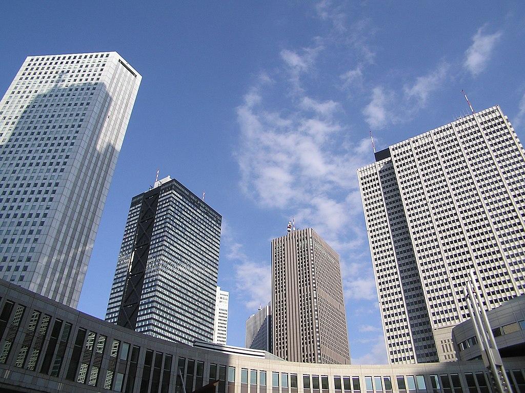 Arranha-céus-Parece-uma-capital-ocidental-mas-é-Shinjuku-no-Japão