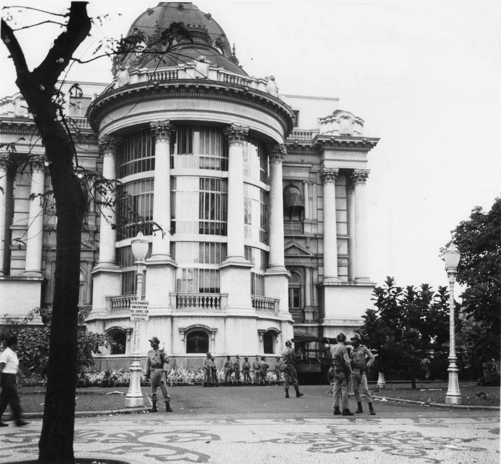 Frente do Palácio Monroe já na época da Ditadura