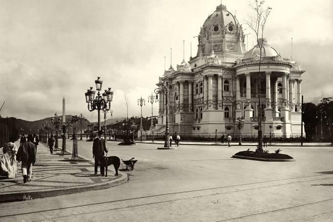 Palácio Monroe - Avenida Central recém concluída - 1906