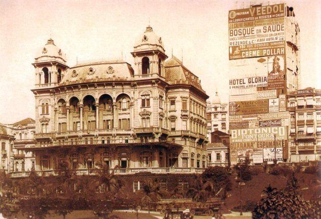 Palacetes Prates - Edifício Moreira Sampaio tomado de anúncios
