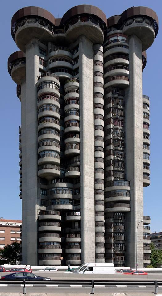 Torre Blancas Francisco Javier Sáenz de Oiza - Espanha