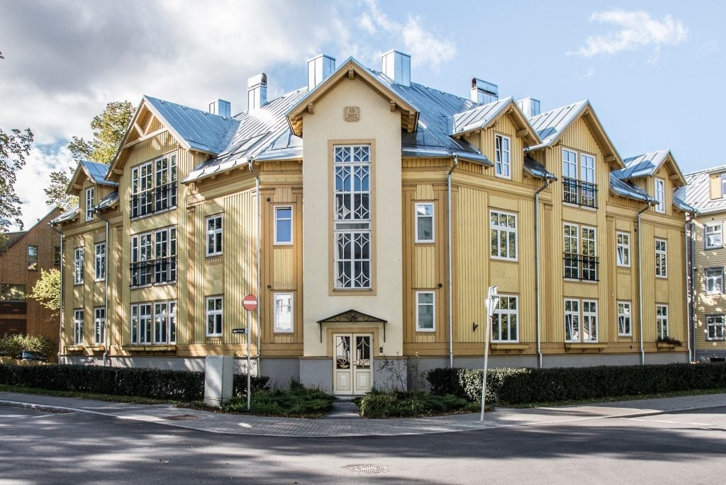 Habitação multifamiliar em Talin, Estônia, completada em 2012. Imagem: Arhitektibüroo Allan Strus.